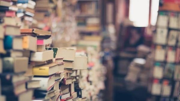 獨居老人心臟病猝逝「書堆到天花板」 清掃員嘆:死後什麼也帶不走