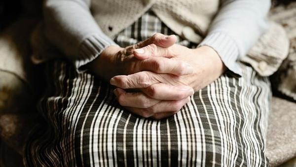 丈夫病逝前「把帳戶填媽媽名字」沒講!遺孀拜託婆婆還錢:替妳孫子想一下