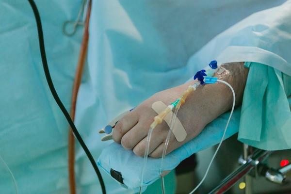 遵守防疫沒認屍! 75歲確診婦下葬2周「氣噗噗返家」:老公你怎沒來接我