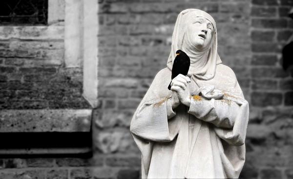 修女虐死9千嬰!天主教機構收容未婚媽媽「暗裡毆打虐待」:妓女上帝不要妳