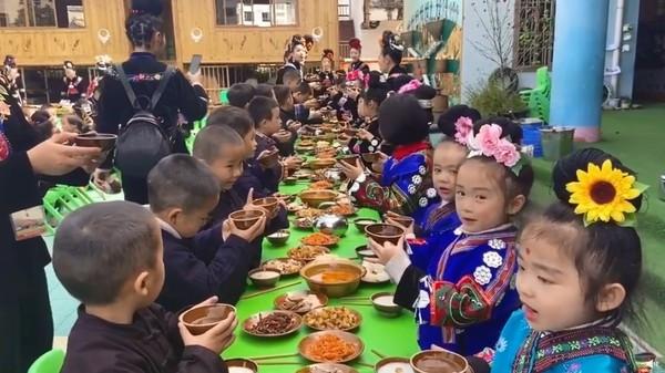 貴州幼稚園「教幼兒敬酒」被罵翻  園方急滅火:家長都在旁邊