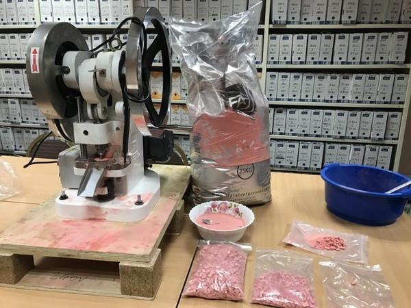 警沒收「3千萬毒品+製毒設備」 送檢被狠打臉:全是草莓糖果