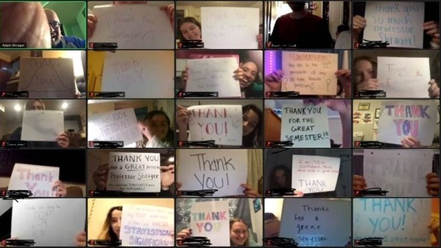 ▲▼30位大學生計劃給老師驚喜,黑屏後出現滿滿感謝。(圖/翻攝自Facebook/Adam Shrager)