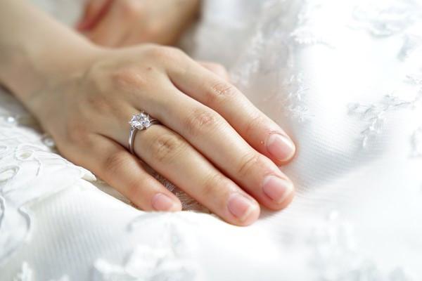 56萬人造鑽戒求婚!女友嫌不是真鑽「不換就分手」 他猶豫了:該結嗎
