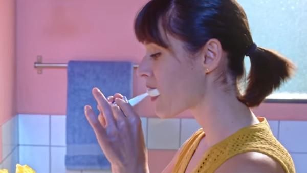 超獵奇牙刷! 「上排刷5秒翻面換刷下排」刷牙一次只需10秒鐘