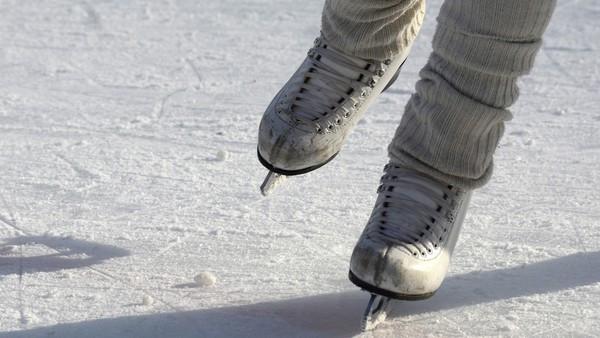 80歲嬤每天溜冰通勤!獨住冰湖全靠78年古董刀鞋 過得像Elsa