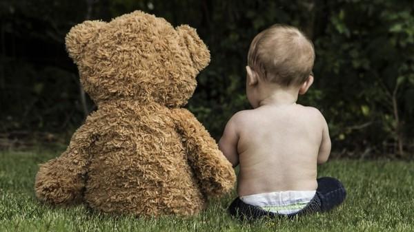 年初才喪父!5歲兒「收到陌生阿姨送泰迪熊」 媽一問才知辛酸故事