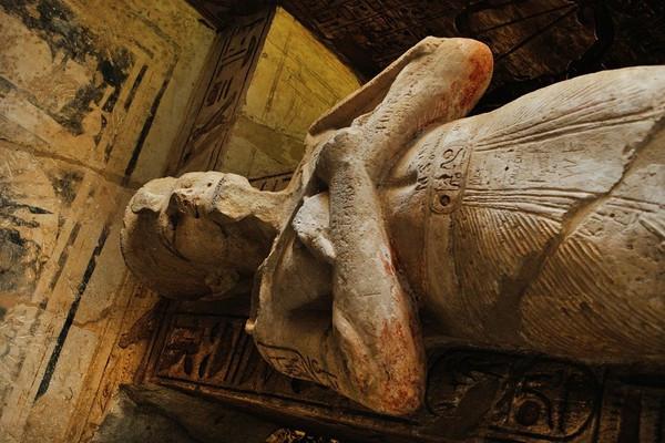 不信教主逝世! 「遺體做成木乃伊」信徒繼續拜 警依毀損屍體罪逮捕7人
