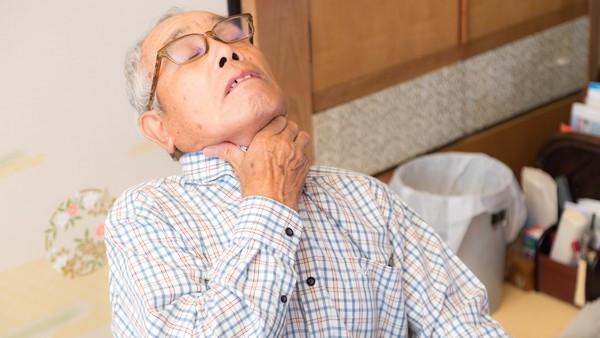 高級餐廳吃牛排「卡氣管活活噎死」!12受訓員工救不回 妻哭:怪我力氣小