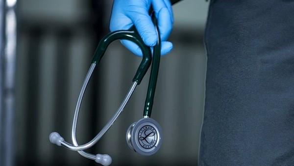染疫女「住院遭性侵」身亡!印男護師趁急診混亂,脫衣脫口罩侵犯病患