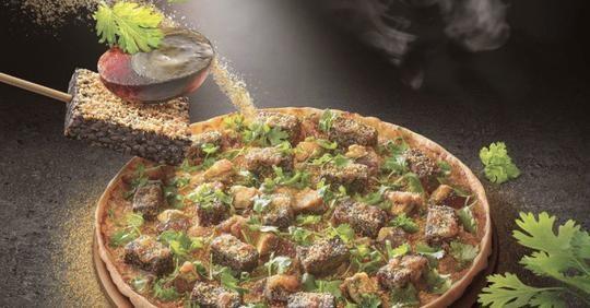 義大利人抱歉了!香菜皮蛋豬血糕披薩登外國論壇 網嚇瘋:寧願吃鳳梨口味
