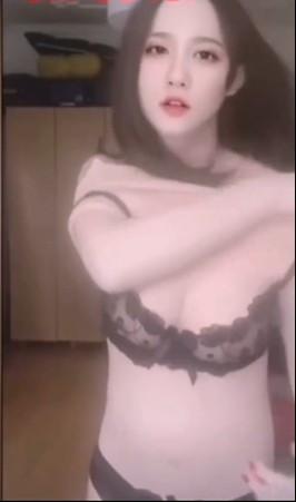 ▲▼正妹裸聊脫光是男的(圖/翻攝自微博)