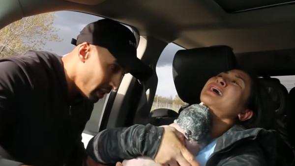 孩子等不及要出生! 再10分鐘到院「超勇孕婦決定車內生」老公手狂抖