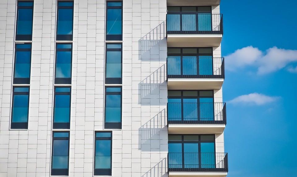 ▲▼買房,大樓,大廈,房產,租屋,陽台。(圖/pixabay)