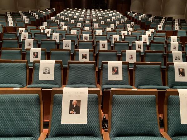 觀眾坐貝多芬腿上!日本防疫「大師梅花座」 演奏者苦笑:這壓力好大