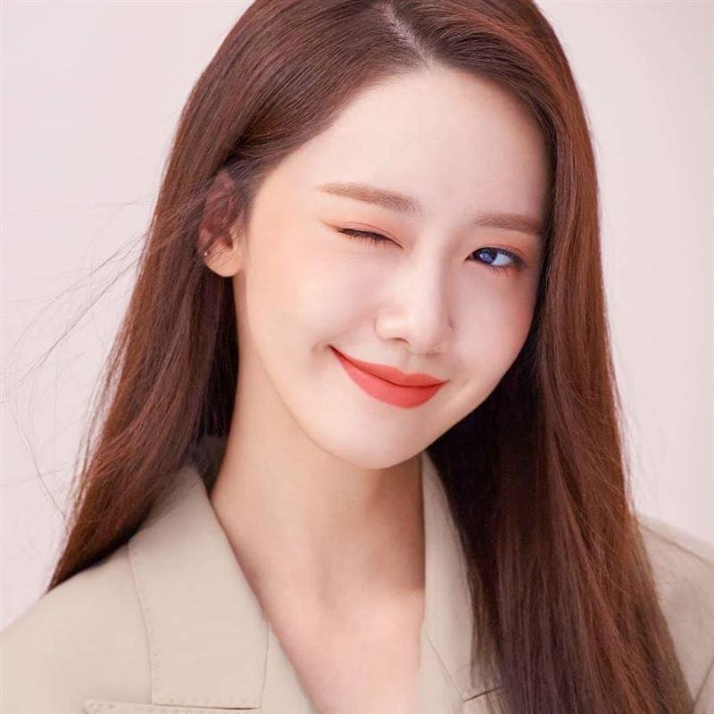 潤娥13年來第一次 深V洋裝辣曬「胸口刺青」