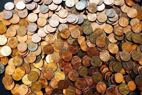 不爽付薪水老闆丟「整山抹油硬幣」 衰男被兌幣公司找上 免費換鈔還做公益