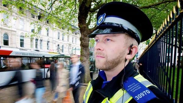 天才刑警一秒認出「戴面罩通緝犯」熟記數千名歹徒臉孔,同仁大讚:鷹眼