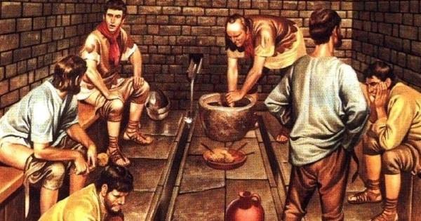 古希臘的超狂日常!公廁旁總是會堆著一堆「用來擦屁屁的石頭」!舒潔拉拉臉都看綠了....
