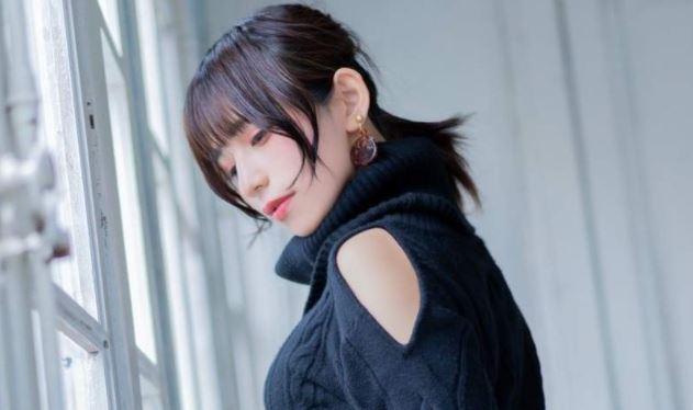 【水水】日本正妹換上緊身冷衫慶祝針織衫之日