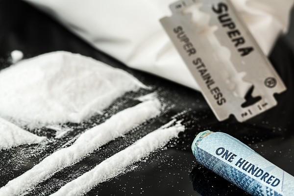 裝電表「挖到超大包古柯鹼」!水電工裝沒事轉頭就報警 一驗價值56萬