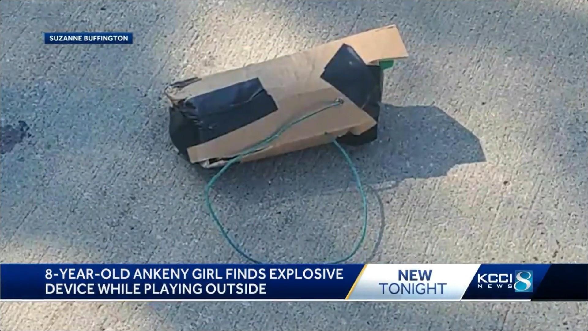 ▲▼美國小女孩在家門口發現炸彈(圖/翻攝自YouTube/KCCI)