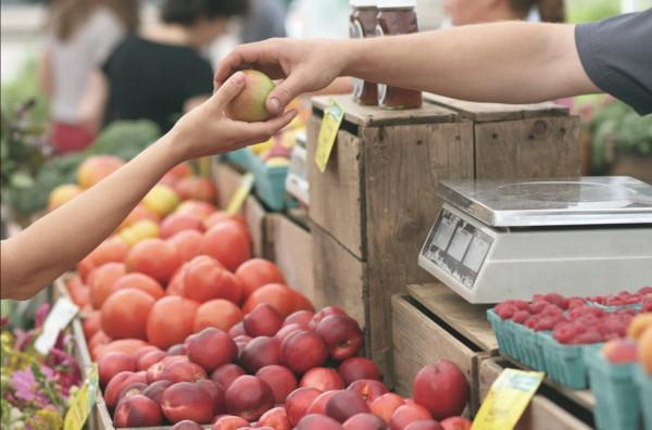 失業壓力大! 日本71歲男「捏爆超市16顆水果」遭逮辯稱:那是紓壓
