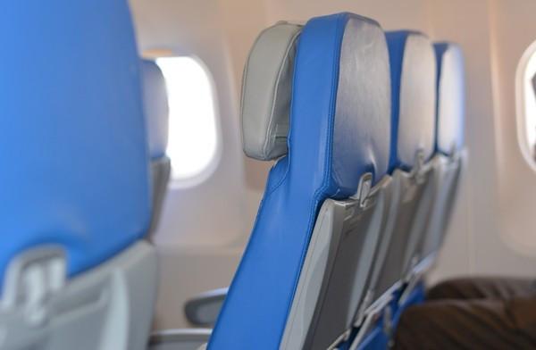 機上醒來看到「菇菇在甩」!牧師酒醉尿在女乘客腿上 遭逮死不認帳