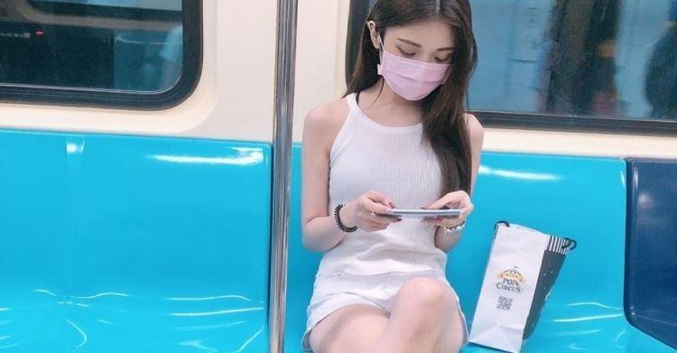 捷運板南線前方女孩仙氣四溢「白皙神腿」超逆天!網友神到了:想天天遇到她❤
